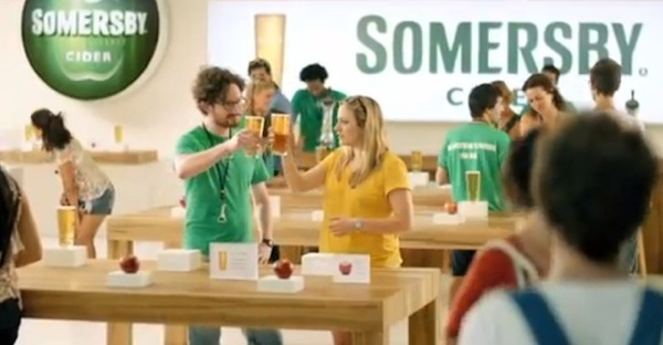 3a66ea0fa7 somersby cider Carlsberg prende in giro Apple con lo spot The Somersby Store