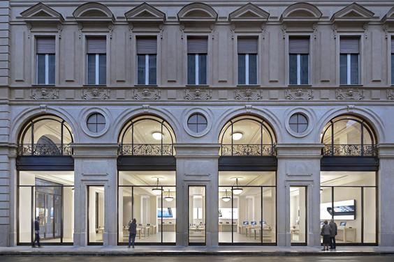 viaroma hero Furto allApple Store di Torino