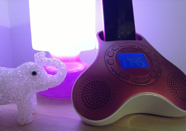 Muse M105 IP iPhone e iPod Dock 02 620x438 La radiosveglia docking station per iPod e iPhone Muse M105 PI in vendita da Electronic Star