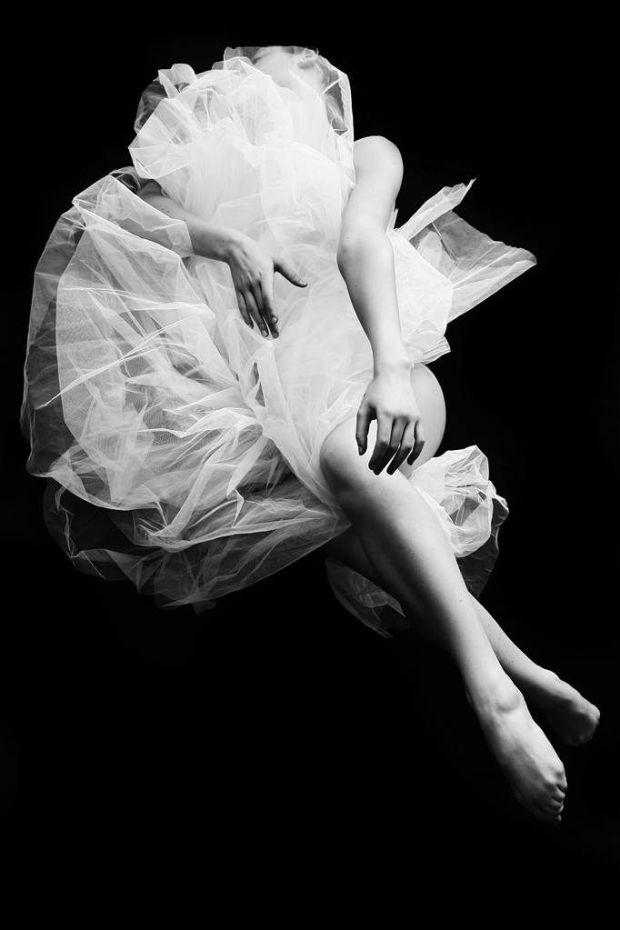 resized Progetto Venanti  Foto 1 620x930 Danza ed atmosfere eteree si fondono nella mostra Galatea di Irina Mattioli