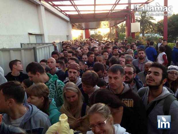 DayOne iPhone 5c 5s Nizza 011 620x465 Italiamac a Nizza, la coda della mattina del DayOne allApple Store