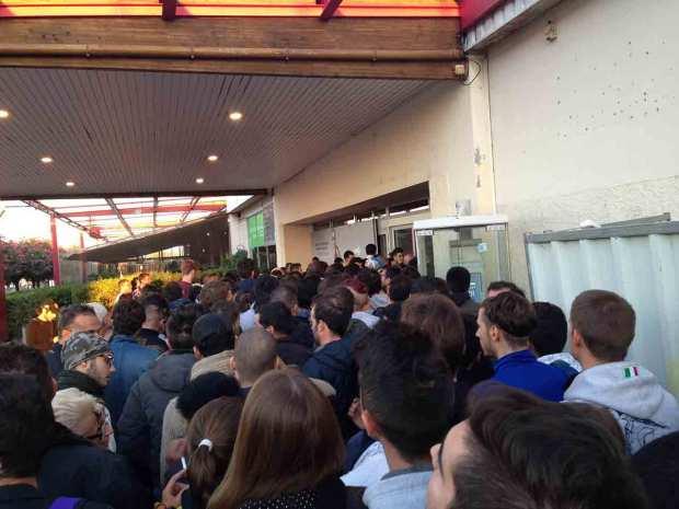DayOne iPhone 5c 5s Nizza 021 620x465 Italiamac a Nizza, la coda della mattina del DayOne allApple Store
