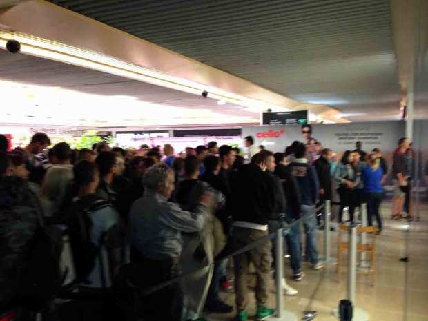 DayOne iPhone 5c 5s Nizza 04 620x465 Italiamac a Nizza, la coda della mattina del DayOne allApple Store