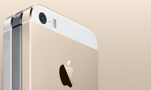 iphone 5 c oro 620x372 [Galleria] Ecco il nuovo iPhone 5s, guardiamo da vicino il gioiellino presentato da Apple