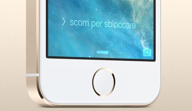 iphone 5 s frote basso 620x361 [Galleria] Ecco il nuovo iPhone 5s, guardiamo da vicino il gioiellino presentato da Apple
