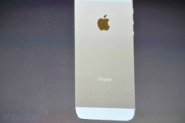 iphone2013 0138 620x412 Le prime immagini del nuovo iPhone 5s, in diretta dallevento di Cupertino di oggi