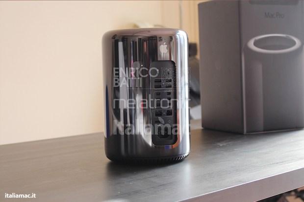 Apple MacPro Black Italiamac 003 620x413 Abbiamo provato il nuovo Mac Pro, il gioiello nero di Apple. Impressioni e galleria fotografica.