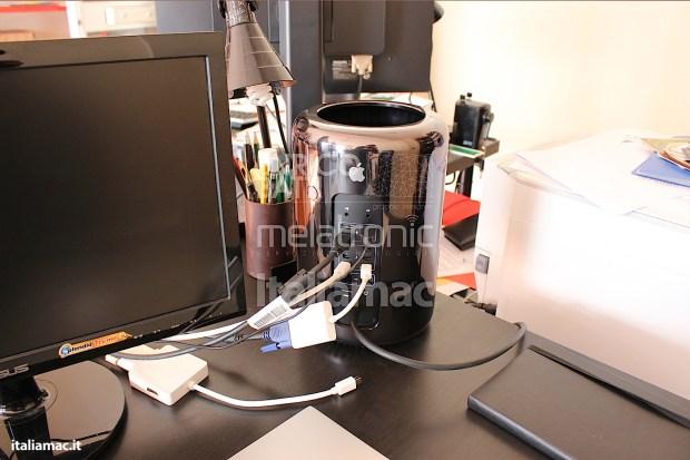 Apple MacPro Black Italiamac 013 620x413 Abbiamo provato il nuovo Mac Pro, il gioiello nero di Apple. Impressioni e galleria fotografica.