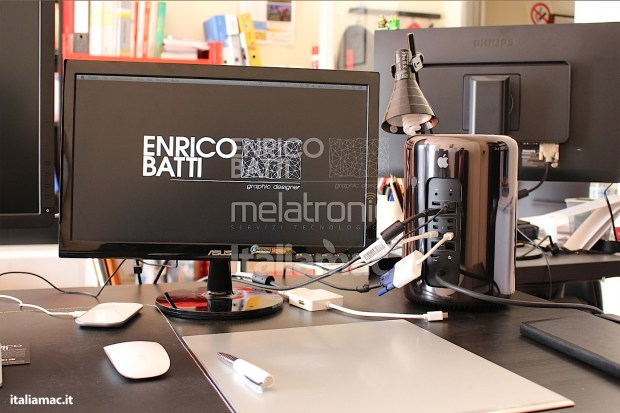 Apple MacPro Black Italiamac 015 620x413 Abbiamo provato il nuovo Mac Pro, il gioiello nero di Apple. Impressioni e galleria fotografica.