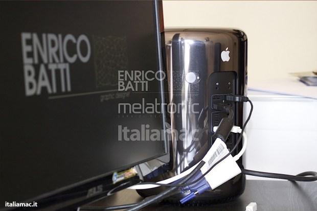 Apple MacPro Black Italiamac 016 620x413 Abbiamo provato il nuovo Mac Pro, il gioiello nero di Apple. Impressioni e galleria fotografica.