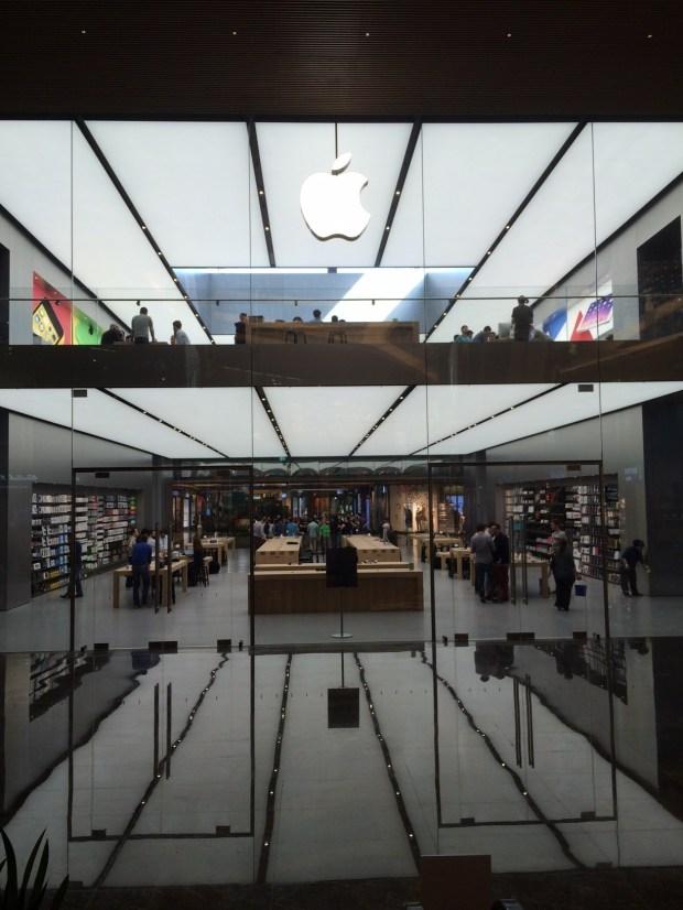 apple store Istanbul 01 620x826 Le prime incredibili foto del nuovo Apple Store di Istanbul