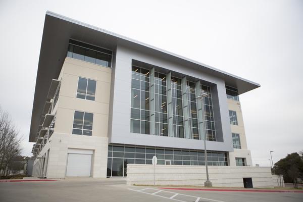 applecampusaustin Tim Cook e Eddy Cue visitano Austin, in Texas, per celebrare il nuovo Campus, già operativo circa un mese fa