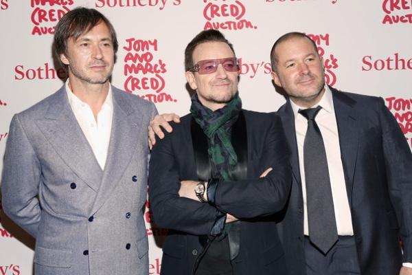 ive e bono Jonathan Ive e Bono degli U2 insieme al Cannes Lions Festival per liniziativa (RED)