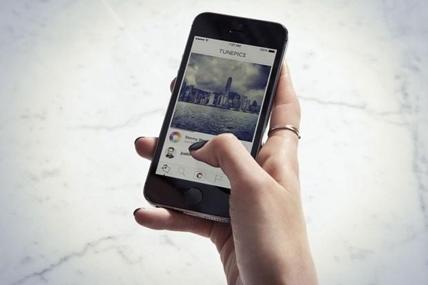 tunepics TunePics: Associa una colonna sonora ai tuoi scatti e condividili sul nuovo social in stile Instagram