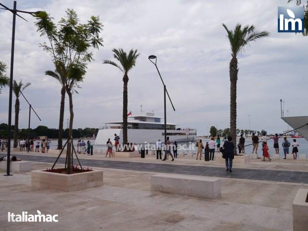 yatch venus steve jobs brindisi 04 620x465 Le foto esclusive di Italiamac dello Yatch Venus di Steve Jobs (ora di Laurene) ormeggiato nel porto di Brindisi nellAdriatico