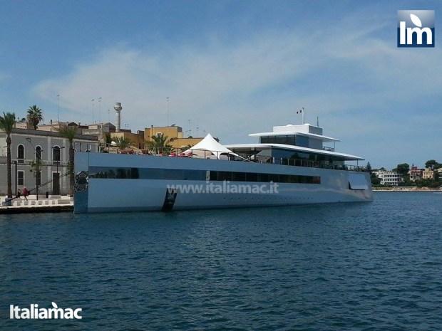 yatch venus steve jobs brindisi 17 620x465 Le foto esclusive di Italiamac dello Yatch Venus di Steve Jobs (ora di Laurene) ormeggiato nel porto di Brindisi nellAdriatico