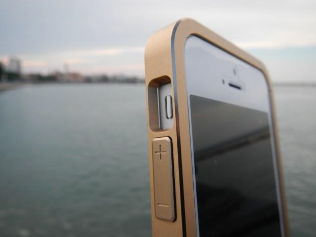 alu framejust mobile11 620x465 Just Mobile: AluFrame un bumper in alluminio per iPhone 5 e iPhone 5S