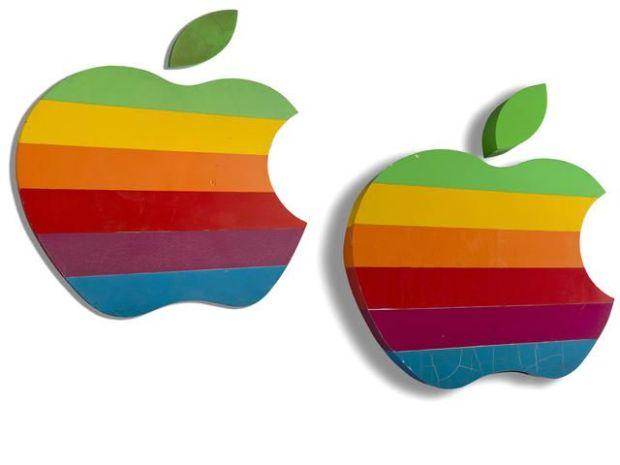 insegnaapple 620x465 Le memorabili aste dei prodotti Vintage marchiati Apple che ognuno di noi vorrebbe avere
