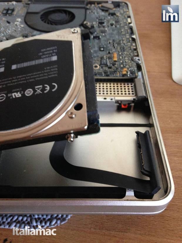 11 Crucial SSD M500 480GB 620x826 Gallery: Montaggio SSD Crucial M500 da 480 GB su MacBook Pro 17