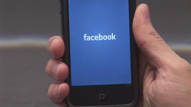 facebookiphone 620x348 Facebook a partire da Gennaio 2015 cambierà le impostazioni relative alla privacy