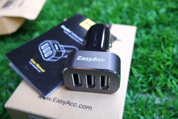 EasyAcc7 620x413 Easy Acc: Caricabtteria da Auto con 3 porte USB in grado di erogare 5.1 A di potenza