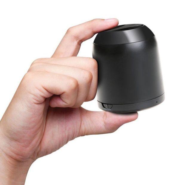 BP1002B palmo della mano 620x620 Inateck: BP1002B, Speaker Bluetooth portatile