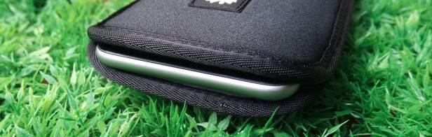 %name Crumpler Smart Condo 100, una cover a pochette per iPhone 6 Plus