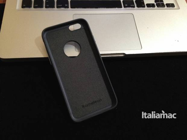 kameleon 620x465 Kameleon, la cover per iPhone con cavalletto by Moshi