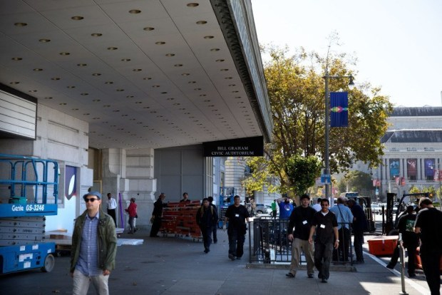 20140904 bill graham 0076 780x521 620x414 Apple aggiunge le sue bandiere al Bill Graham Civic Auditorium