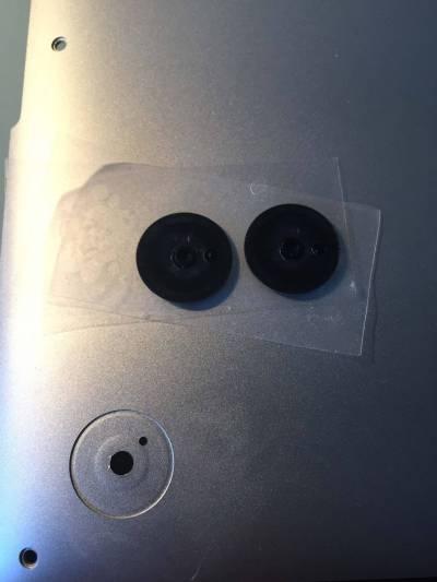 img 0383 Come sostituire i piedini in gomma del MacBook
