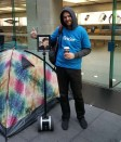 %name Robot in coda allApple Store per luscita di iPhone 6s