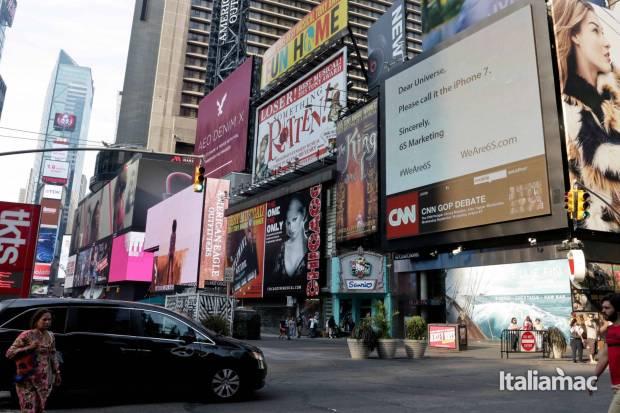 weare6s times square billboard sept 2015 v5 620x413 Lazienda 6S Marketing chiede a Apple di cambiare nome ad iPhone 6s