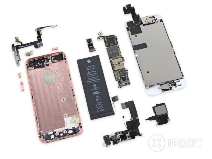 ifixitiphonese Il teardown di iFixit rivela che iPhone SE ha lo stesso display di iPhone 5s
