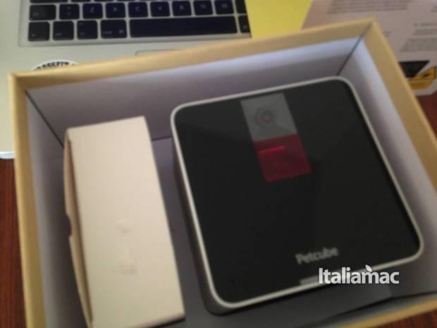 www.italiamac.it petcube play petcube camera unbox 620x465 Petcube Camera, la webcam per tenere sottocchio i nostri amici a quattro zampe