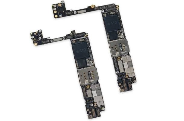 www.italiamac.it iphone7logicboard Apple acquista macchinari per la produzione delle schede madri di iPhone 8