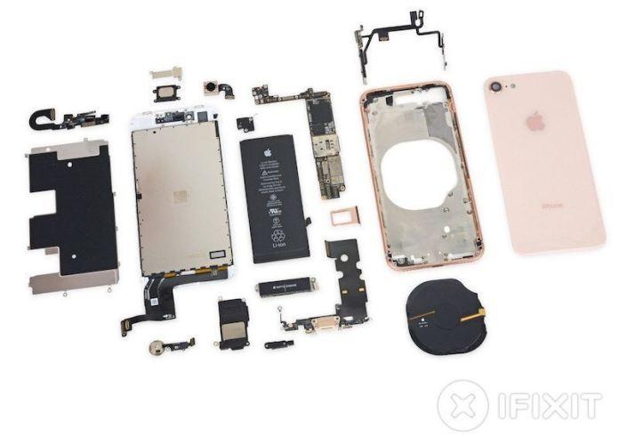 www.italiamac.it ifixit mostra cosa si cela dentro iphone 8 ifixit teardown iphone 8 800x565 iFixit mostra cosa si cela dentro iPhone 8