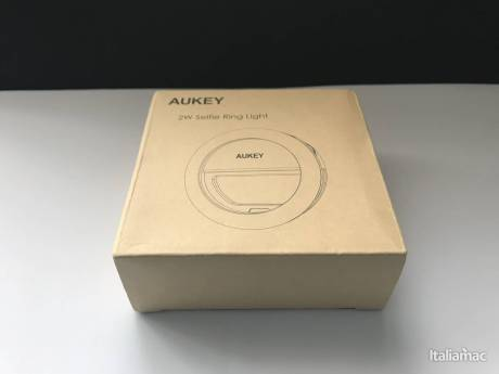 %name Selfie Ring di Aukey: Un faro LED per i selfie in notturna