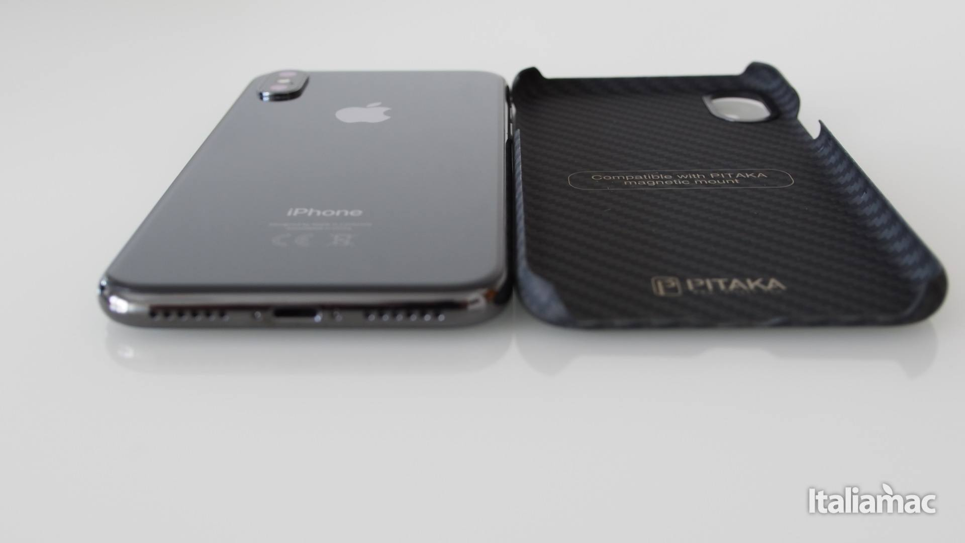 %name MagCase: Custodia per iPhone X realizzata con materiali aerospaziali