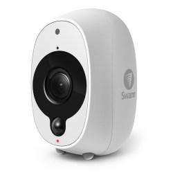 %name Smart Security Camera da Swann: la telecamera senza fili che sta bene sia in casa che fuori