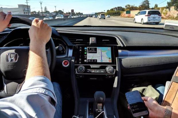 italiamac waze 620x413 Lapplicazone Google Maps su CarPlay non convince tutti