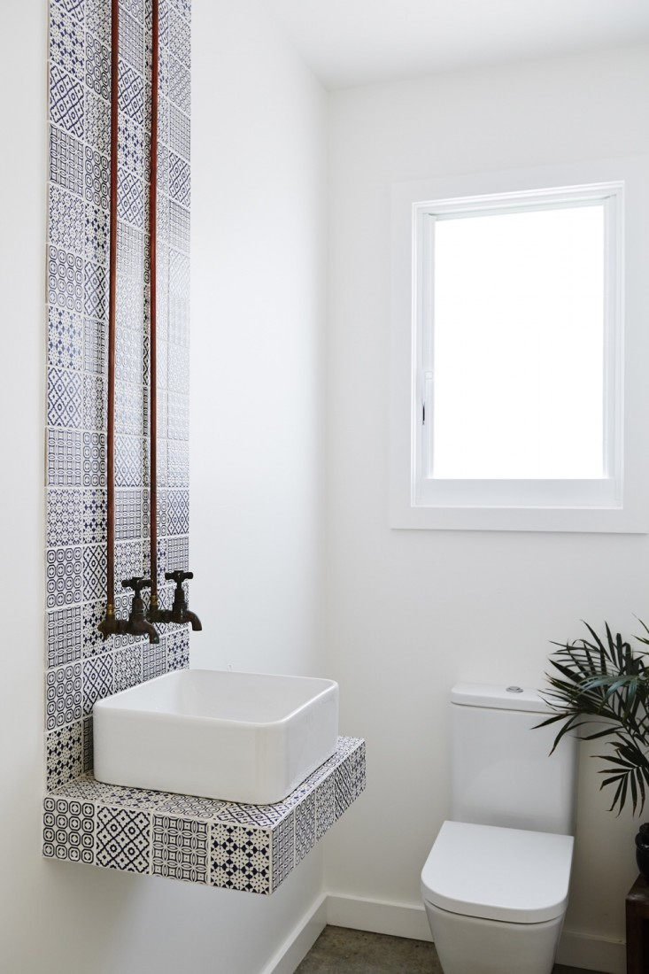 How To Make A Small Bathroom Look Bigger, Floating Sink