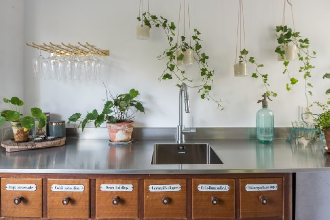 10ideas-to-steal-from-scandinavian style interiors- ITALIANBARK - interiordesignblog- green at home 2 (1)