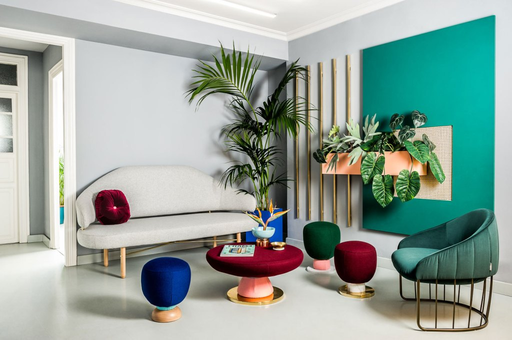 Trendy colourful office design by masquespacio italianbark for Design postmoderno