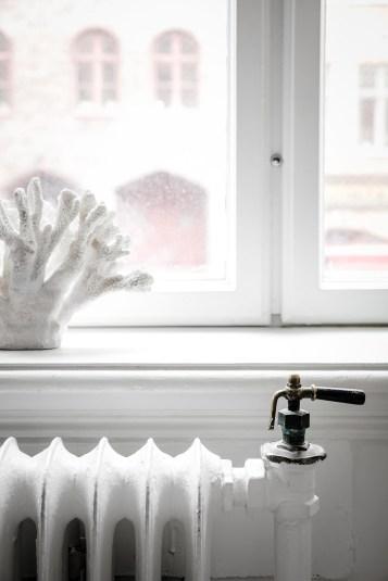 total-white-small-apartment-sweden-italianbark-interiordesignblog (19)