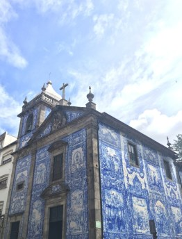 reasons visit portugal, azulejos porto