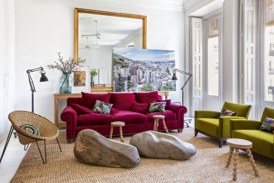 colourful bohemien home, madrid interior, boho apartment, fucsia home decor, italianbark interior design blog, fucsia sofa