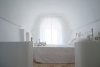 italianbark interior design blog, italian interiors, design trullo, bed breakfast design puglia, total white