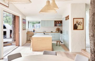 beach-home-in-australia-white-rattan-interior-italianbark-4