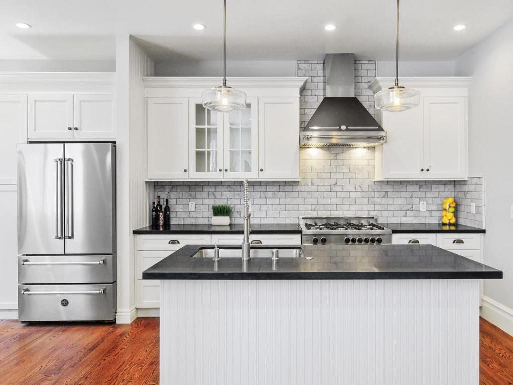 american kitchens design, bertazzoni kitchens, contemporary kitchen in white - ITALIANBARK interior design blog
