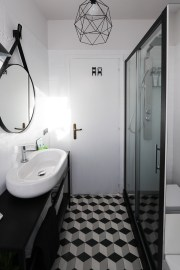 bathroom-before-after-small-bathroom-restyling-black-white-minimalist (18)